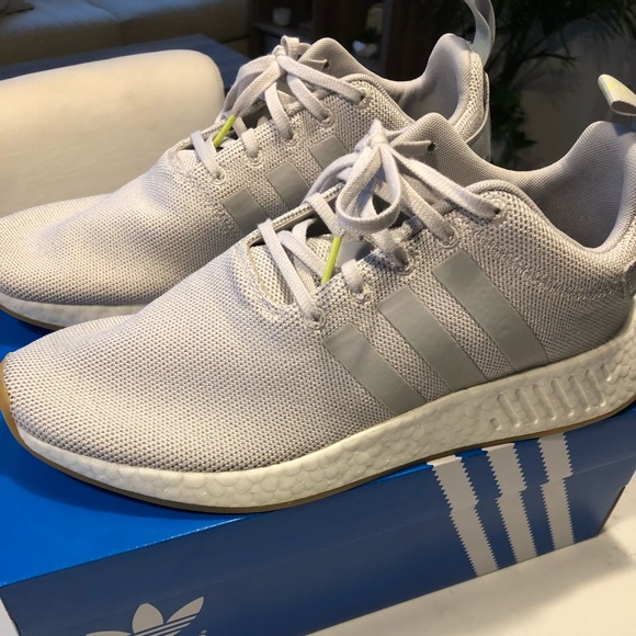 nmd r2 grey five